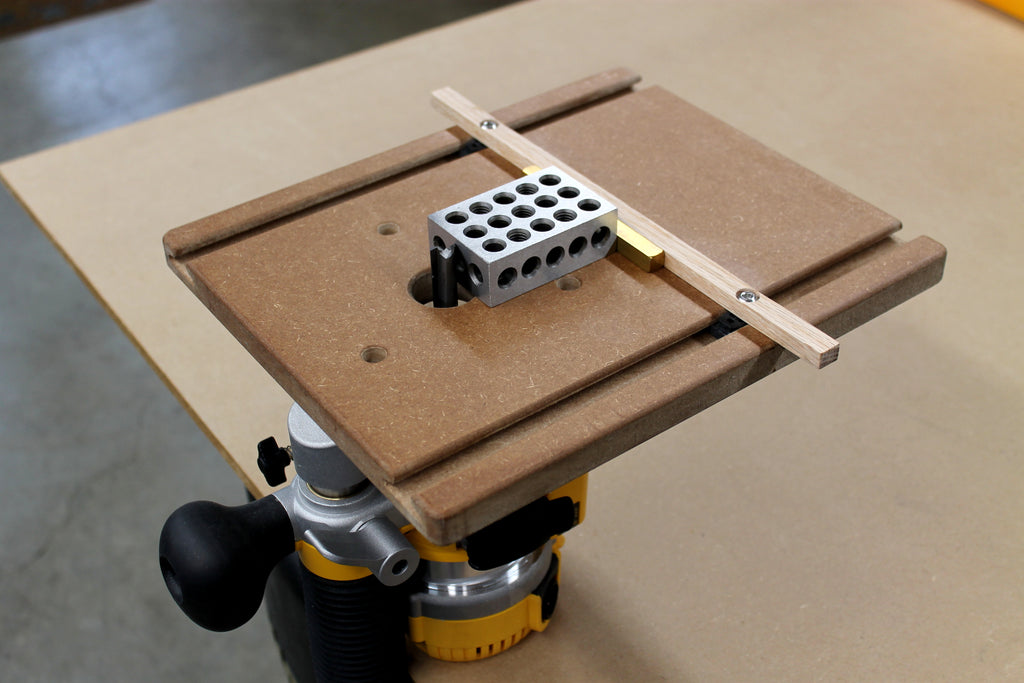 Setting the fence position on a WoodAnchor router slotting guide