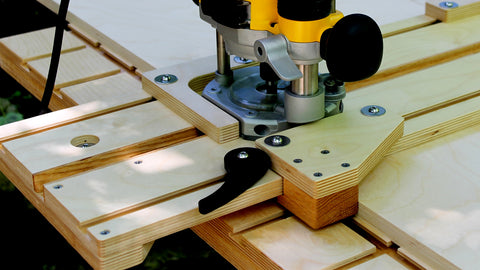 The built-in workpiece clamp on a WoodAnchor exact-fit dado jig