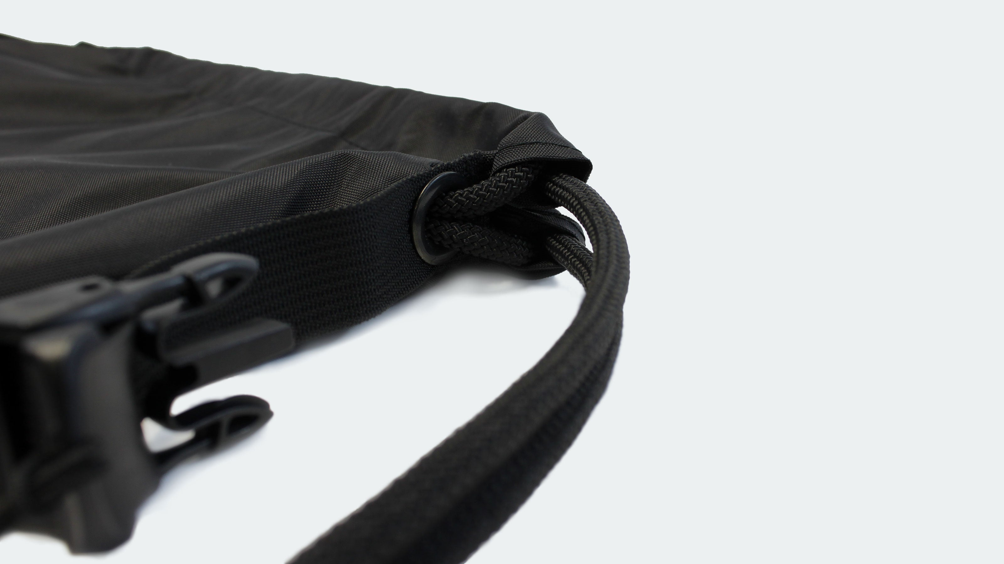 EXCLUSIVE FEATURES - Channel-Anchored Drawstrings™