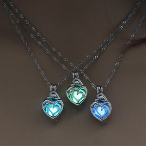 3 Colors Heart Shape Glowing in the Dark Necklace Jewelry For Women Hollow Luminous Necklace Pendant Wholesale Christmas Gifts