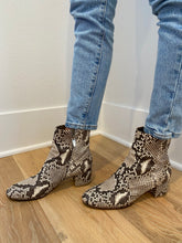 Load image into Gallery viewer, Gianvitto Rossi Python Boots (38)