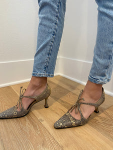 Manolo Blahnik Shoe (37.5)
