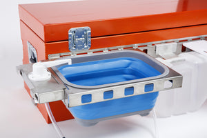 Collapsible Sink attached to the outside of a closed tailgatengo