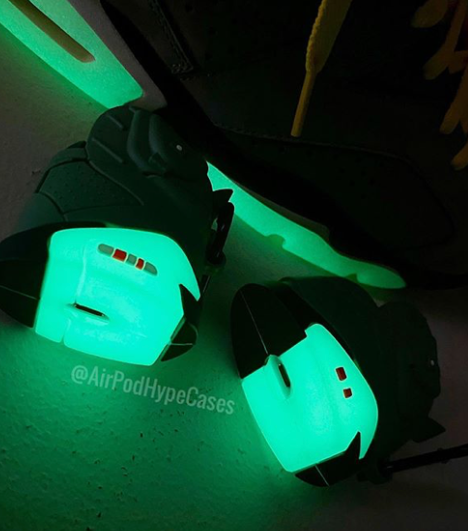 Travis 6's Airpod PRO case (Glow in the dark)