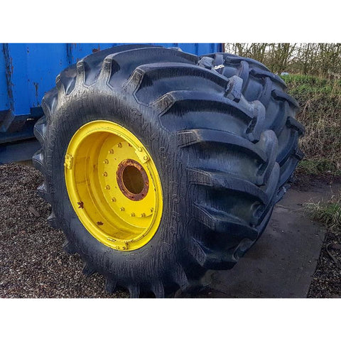 73x44.00-32 Firestone flotation tyres on rims