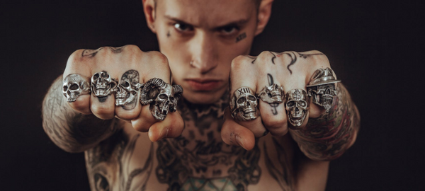 How many rings should a man wear? - Gthic.com - Blog