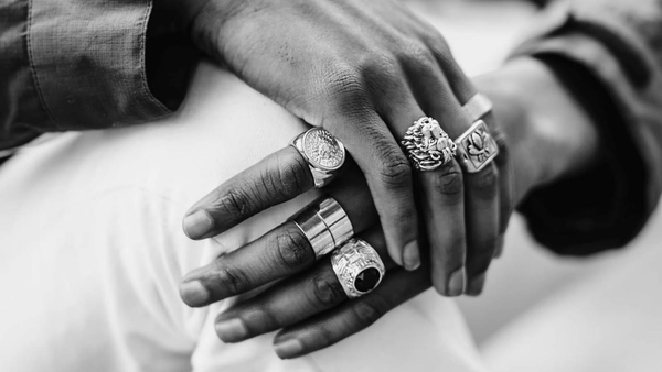 What does a man wearing a ring on his index finger mean - Gthic.com - Blog