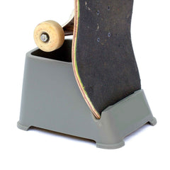 Display Pack, 1 Set of SkaterTrainers + Skateboard Stand
