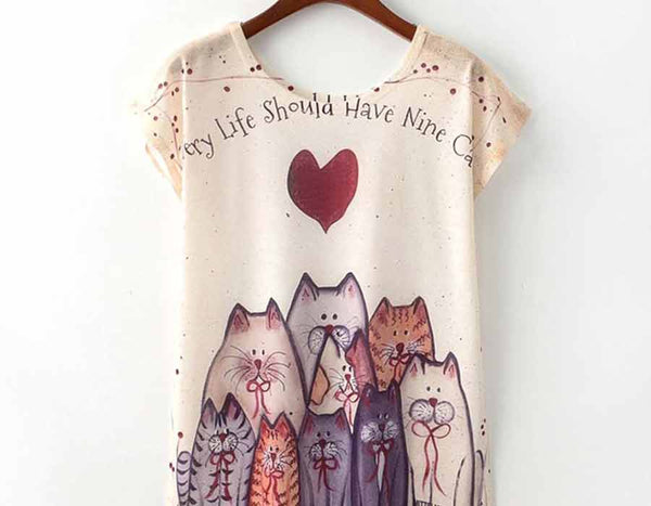 Cat motives t-shirt with lots of pet cats in the picture