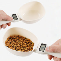 Using pet portable food scale for measuring dogs and cats food feeding scoop cup with LED display
