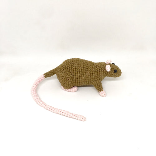 Amigurumi rat brown