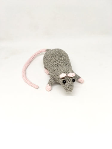 Amigurumi rat grey
