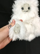 Load image into Gallery viewer, yetiamigurumi5