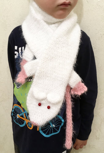 Kids knitted rat scarf