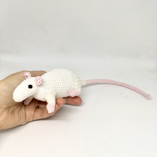 Amigurumi rat white