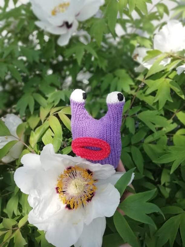 Amigurumi snail toy with lips