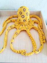 Load image into Gallery viewer, Blue ringed octopus