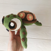 Load image into Gallery viewer, amigurumiturtle2
