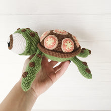 Load image into Gallery viewer, amigurumiturtle5