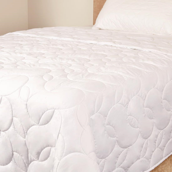Click N Order photo of a Mitre Comfort 100gsm Summer Duvet Single