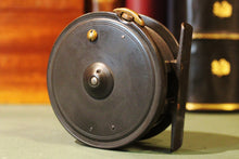 "Load image into Gallery viewer, 3.1/2"" Caged Dingley Fly Reel"