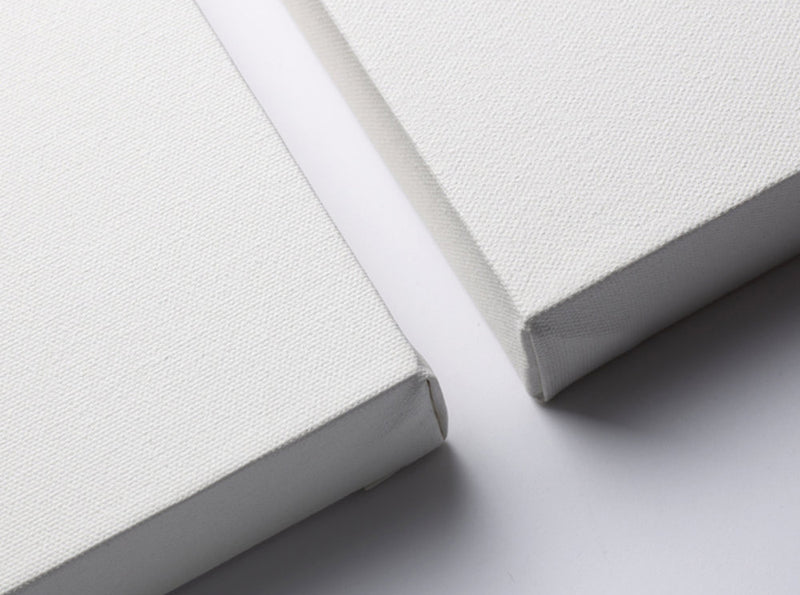 A zoomed photo of two Winsor & Newton deep edge canvas corners