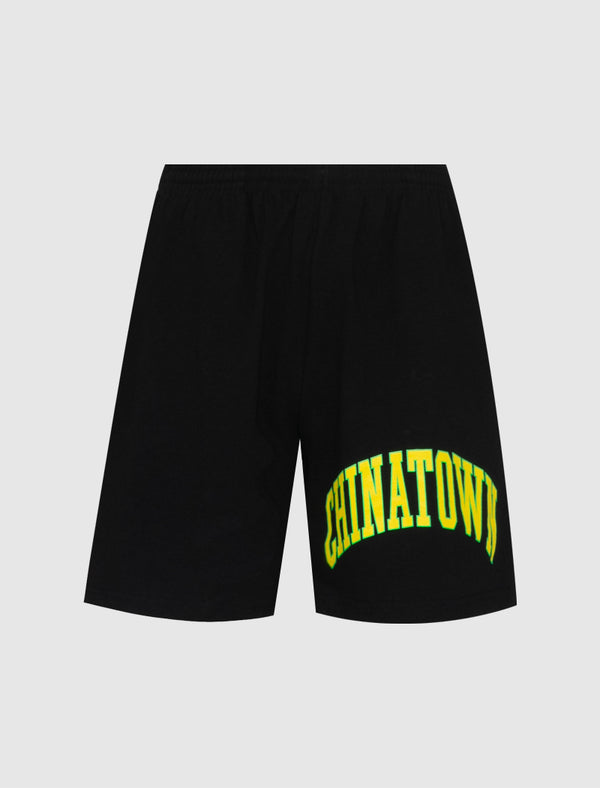 CHINATOWN MARKET: ARC LEFT SWEATSHORTS [BLACK]