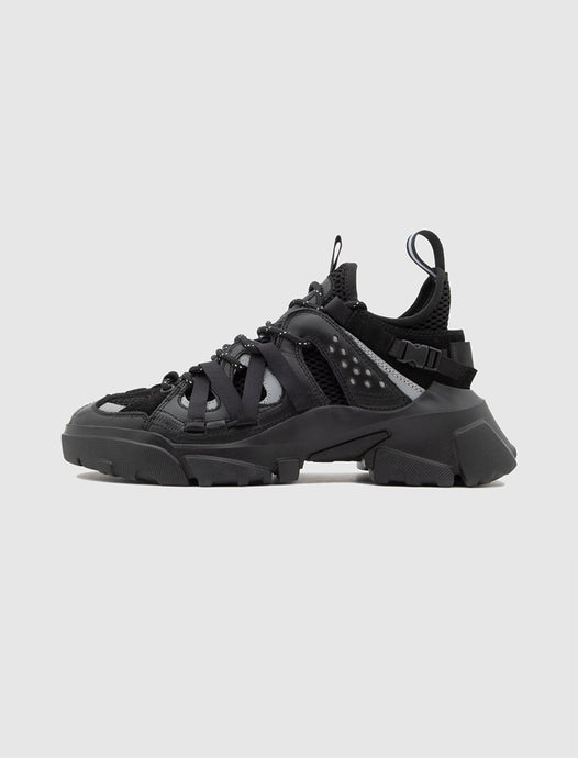 MCQ: DESCENDER SNEAKER [BLACK]