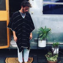 Load image into Gallery viewer, Crudo Poncho - Black cotton/wool