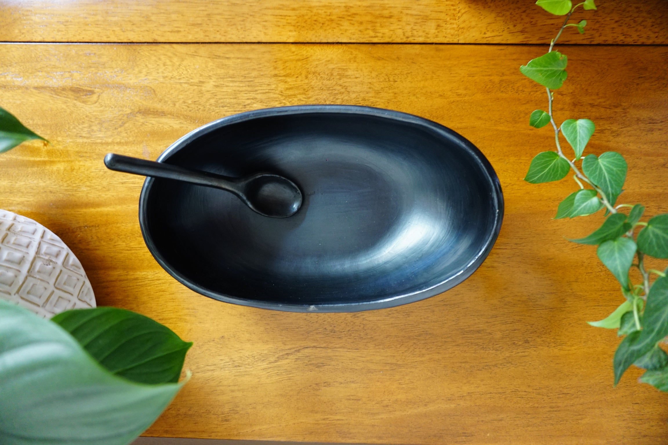 Barco- Serving Dish with Clay Spoon
