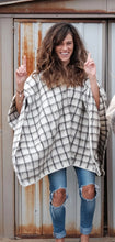 Load image into Gallery viewer, Cuadros Pullover Poncho