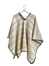 Load image into Gallery viewer, Crudo Poncho - White