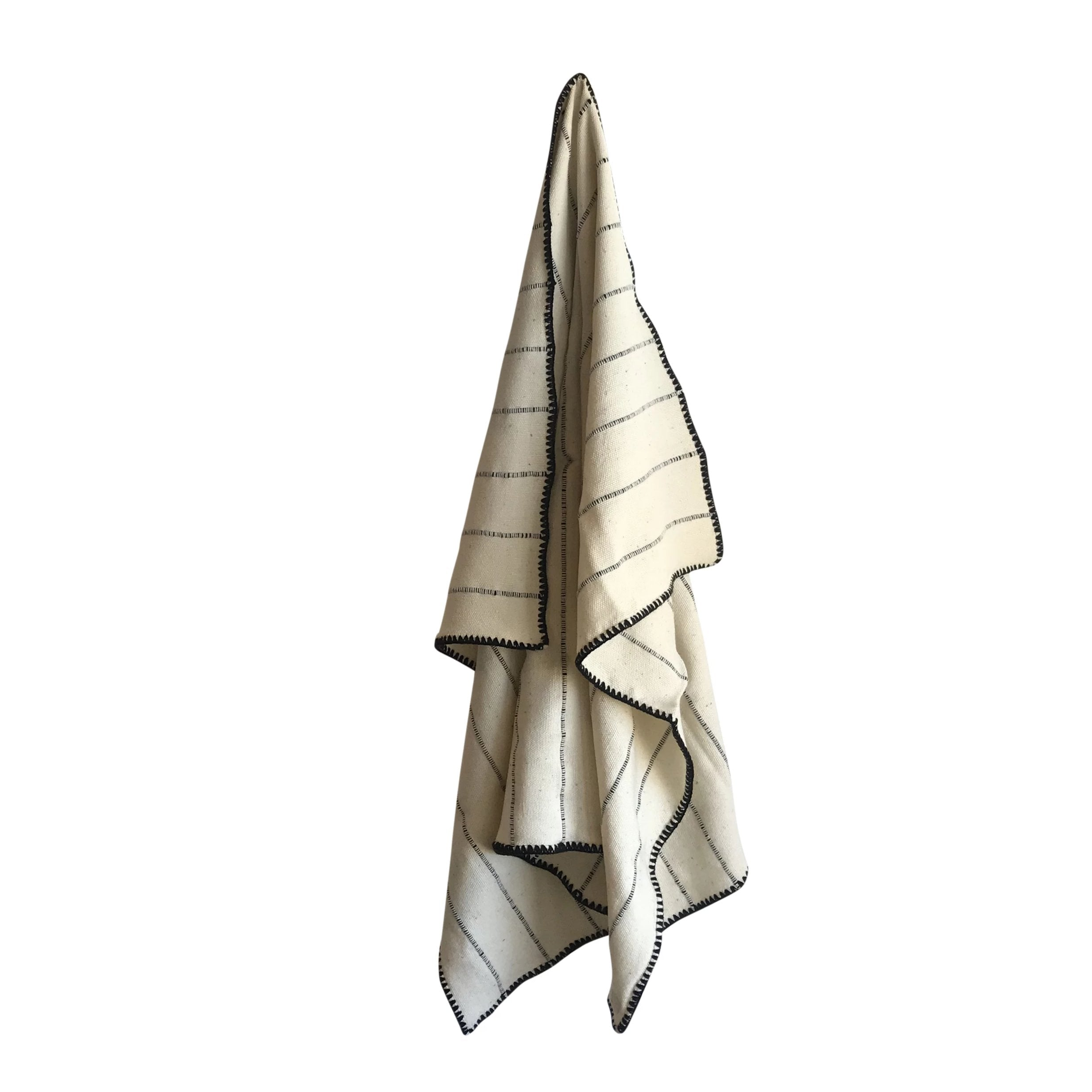 Crudo Throw Blanket - White