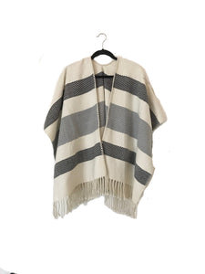Media Diamante Open Front Poncho