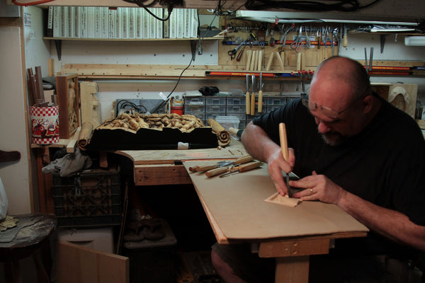 Randall Stoner does a carving with Schaaf Tools