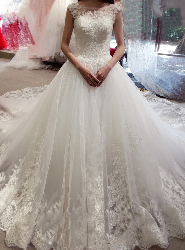 Stylish Ball Gown Bateau Applique Sleeveless Chapel Train Tulle Wedding Dresses YB33PO510
