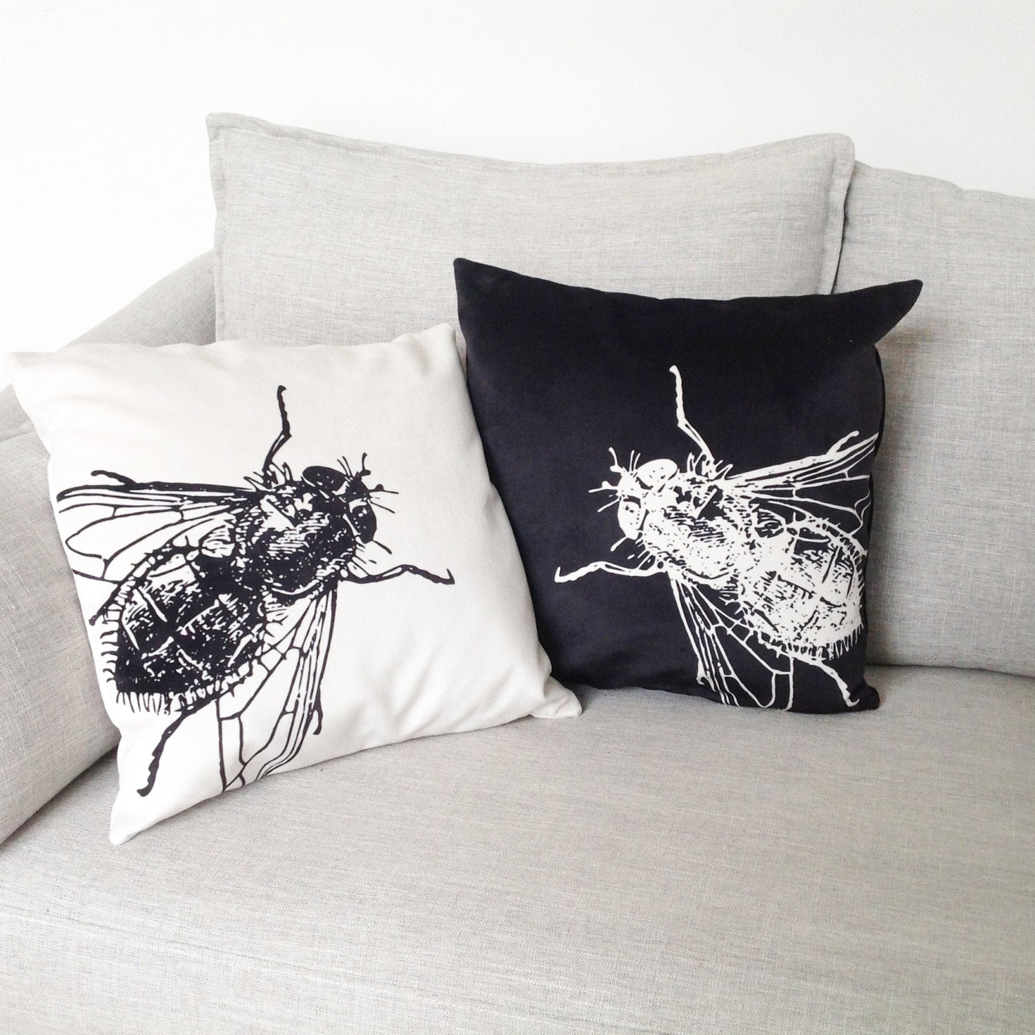 "black & white fly - 18"" velveteen pillow case - set of 2"