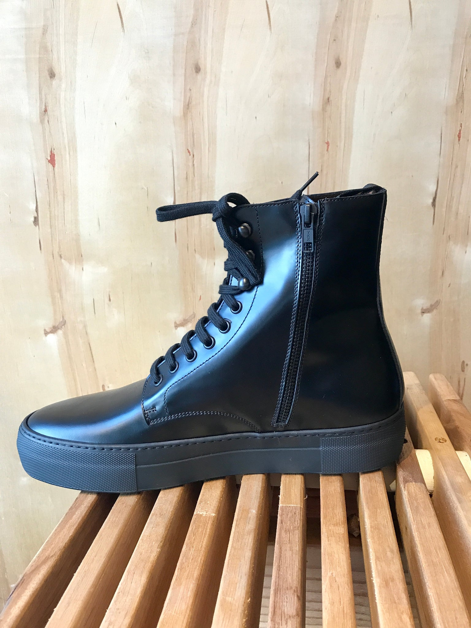COMMON PROJECTS COMBAT EDITION