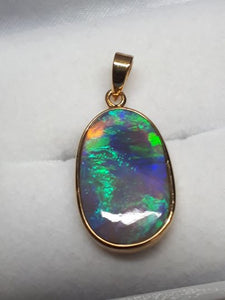 4.88ct solid black crystal opal 14K yellow gold pendant
