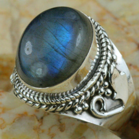 Stunning labradorite and silver ring. Size 8.5.