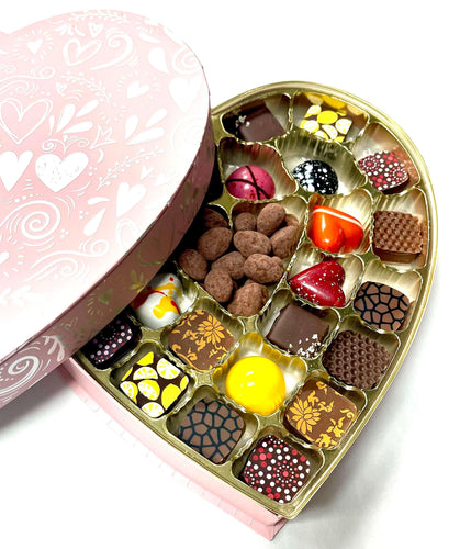 Heart Swirl of 26 pieces chocolate box for Valentines Day, pink color