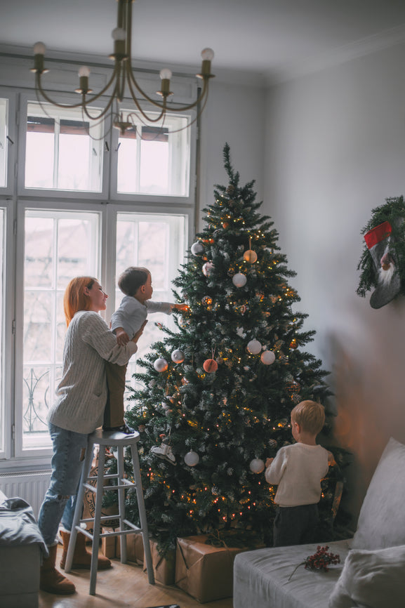 5 Fantastic Tree-Decorating Tips From The Pros