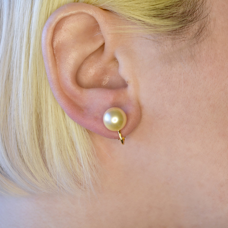 Mallorca Pearl Clip-on Earrings | 10mm off-white pearls | gold plated simple hinge closure | 1 Pair