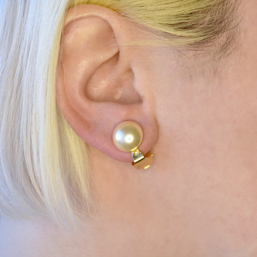 Mallorca Pearl Clip-on Earrings | 12mm off-white half pearl | gold plated leverback closure | 1 Pair