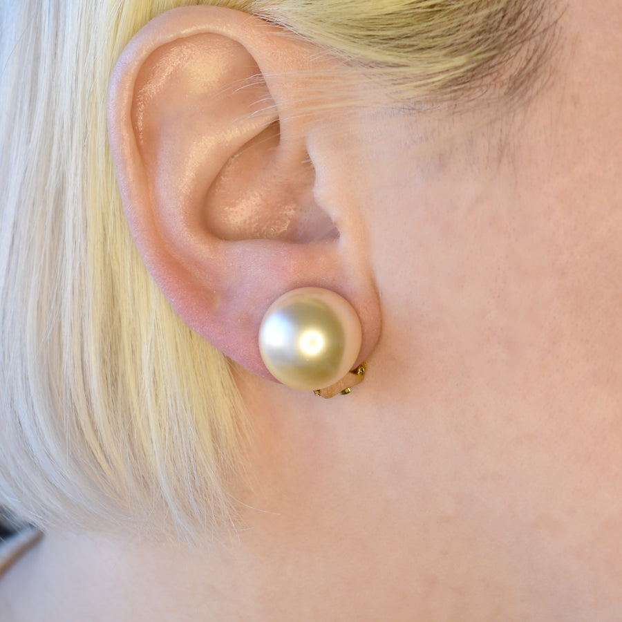Mallorca Pearl Clip-On Earrings | 16mm off-white half pearl | gold plated leverback closure | 1 Pair