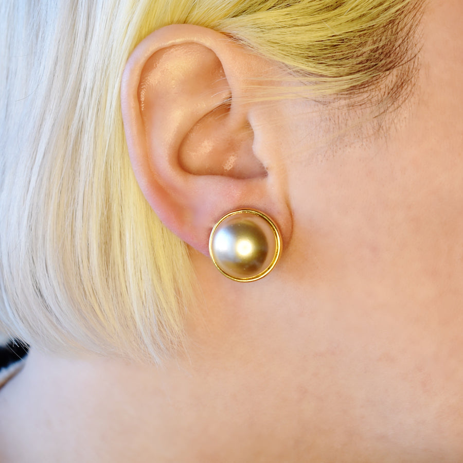 Mallorca Pearl Pierced Earrings | 16mm champagne pearl | gold plated leverback closure | 1 Pair