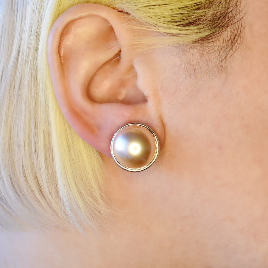 Mallorca Pearl Pierced Earrings | 16mm Pink pearl | rhodium plated leverback closure | 1 Pair