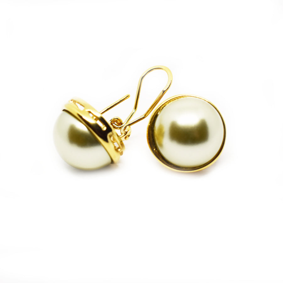 Mallorca Pearl Pierced Earrings | 16mm off-white pearl | gold plated leverback closure | 1 Pair