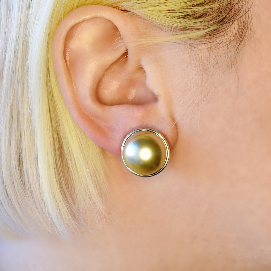 Mallorca Pearl Pierced Earrings | 16mm Off-white pearl | rhodium plated leverback closure | 1 Pair