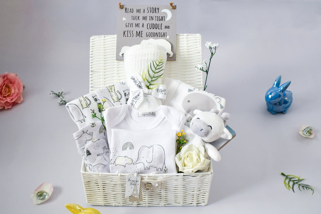 GIRAFFE, ELEPHANT and FRIENDS Unisex Baby Hamper